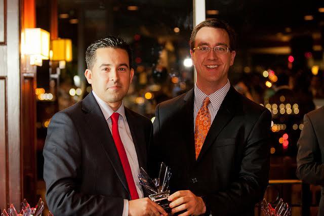 Ganador de Victory Award aporta en tesis doctoral a la consultoría política